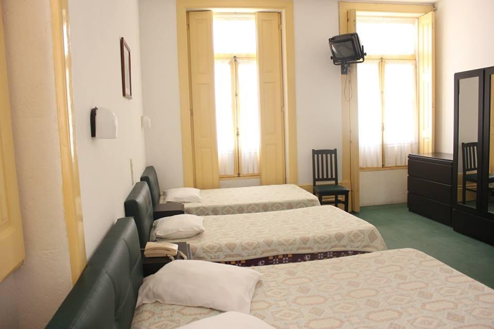 Pensão Residencial de Espinho - Quartos Quádruplos -  389348_566232500095196_1295594182_n